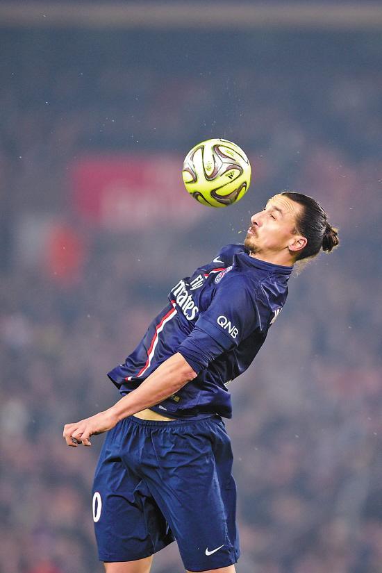 伊布上演帽子戏法 超过大巴黎传奇帮球队登顶