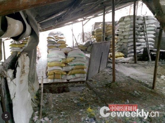 p38-2 4.5.6. 藏在定南县历市镇山里非法排污的工厂 《中国经济周刊》记者 崔晓林 摄