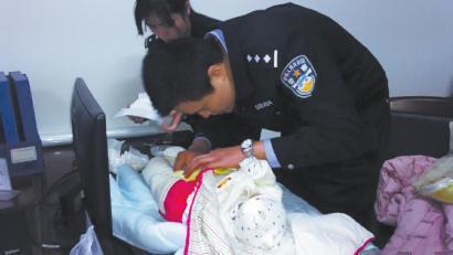 18天大男婴被遗弃天桥下 多名陌生人声称是其父母(图)