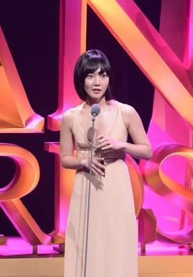亚洲电影节颁奖现奇葩场景 中日英三种语言杂糅