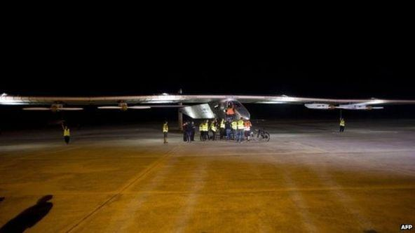 最大太阳能动力飞机飞临中国 午夜时分抵达重庆