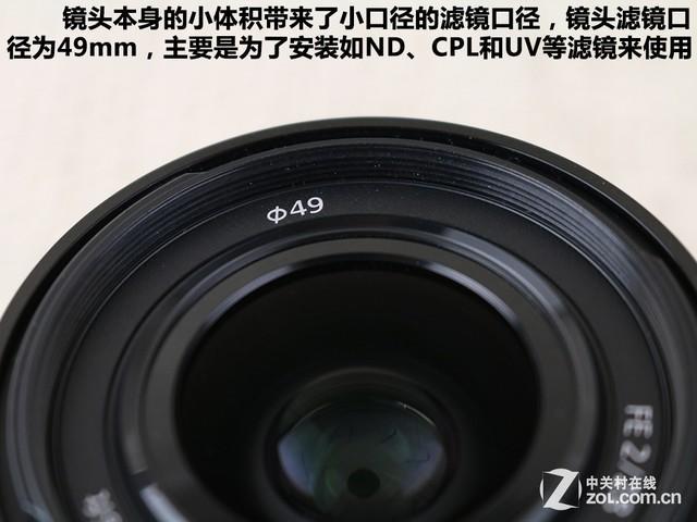 接下来我们来看看镜头的更多细节设计,这款索尼FE 28mm F2镜头为黑色哑光漆面,金属材质带来了良好的手感。镜头本身的重量很轻,因此手持时几乎没有什么负担。镜头的光圈叶片为反装式,我们总正面就可以轻松数出叶片的数量。    镜头采用莲花型遮光罩    镜头滤镜尺寸为49mm   不同于FE 35mm F2.