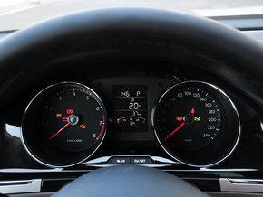 一汽-大众 1.6L 自动 方向盘后方仪表盘