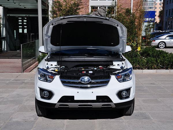 一汽奔腾 2.0L 自动 车辆发动机舱整体