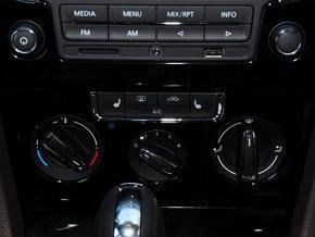 一汽-大众 1.6L 自动 中控台下方特写