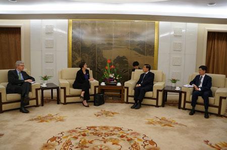 外交部副部长张业遂会见加拿大外交部助理副部长
