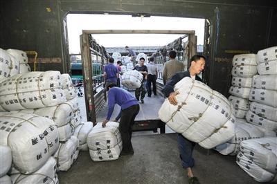 武汉首批救灾物资运往西藏灾区