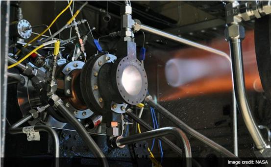 NASA 3D打印火箭发动机零件接受测试 资料图    据美国国家航空航天局(NASA)官网2015年4月21日报道,NASA工程人员正通过利用增材制造技术制造首个全尺寸铜合金火箭发动机零件以节约成本,NASA空间技术任务部负责人表示,这是航空航天领域3D打印技术应用的新里程碑。   增材制造技术以独特优势赢得发达国家的青睐   增材制造(AM)技术又称为快速原型、快速成形、快速制造、3D打印技术等,是指基于离散-堆积原理,由零件三维数据驱动直接制造零件的科学技术体系。基于不同的分类原则和理解方式,