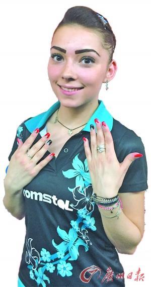 世乒赛场比球技也比美 刘诗雯抢眼战斯佐克斯精致妆容