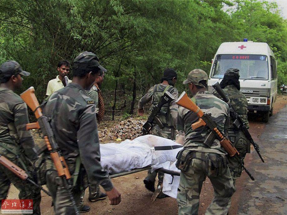 资料图:印度中部恰蒂斯加尔邦国大党领导人车队遭到纳萨尔派反政府