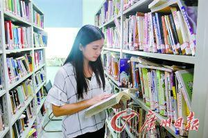 莫凯音经常在图书馆查找中医药相关资料。