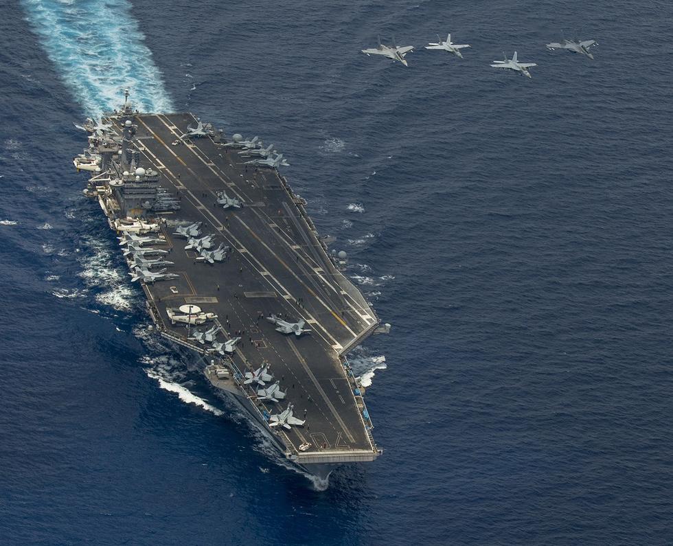 资料图:美国航母战斗群与马来西亚苏-30战机在南海演习-日媒 美军核