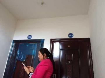 住户花十余万装修了邻居房子 因门牌号被贴错