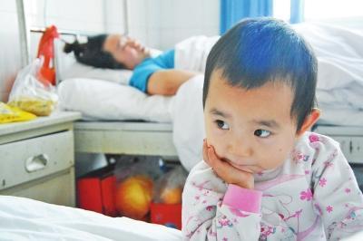 汝州3岁女童医院照顾受伤妈妈 外公外婆车祸中双亡