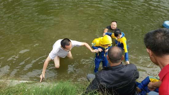 ______湖南大学马院院长勇救落水儿童_笑称水质太差______