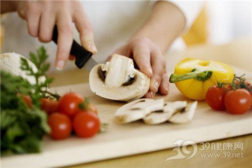 烹饪 切菜 菌类 蘑菇 西红柿 黄椒_12614474_xxl