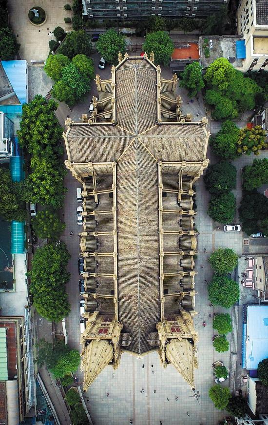 广州圣心大教堂航拍图走红 屋顶是个十字架(
