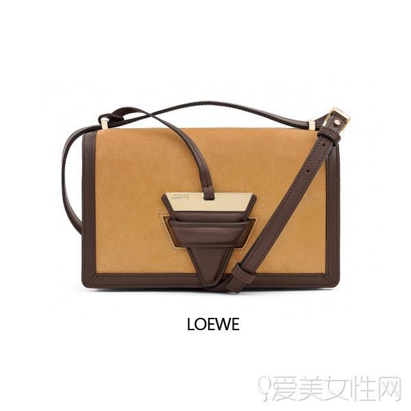街拍抢镜王 看Loewe新款转变时髦圈骄子