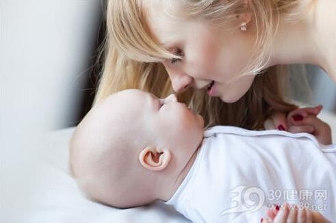 """家长警惕:小婴儿也会""""焦虑"""""""