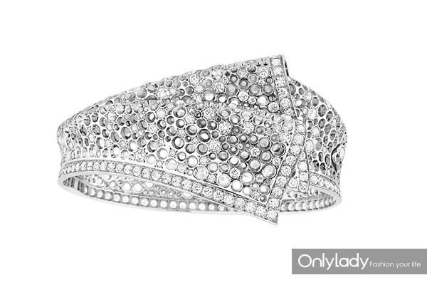 Dior高级珠宝Archi-Dior-Libre-Plumetis系列白金、钻石手镯