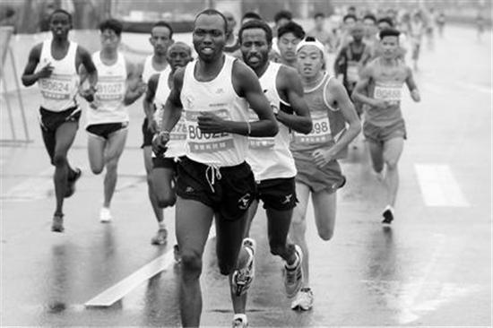 非洲选手经常包揽马拉松的领奖台。