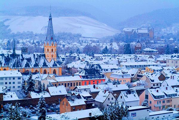德国阿尔河谷在冬季