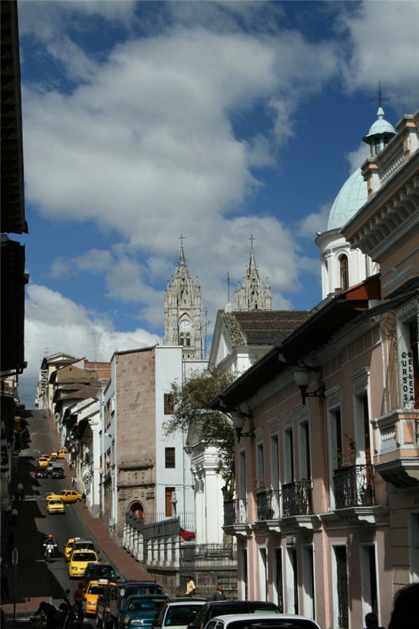 基多 山顶的教堂