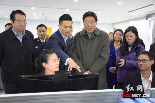 湖南布告研究体会网购:花36.8元买300克黄花菜(图)