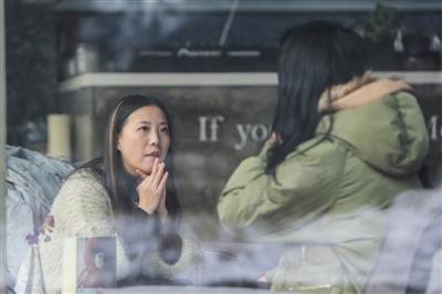 """女子做职业爱情猎头走红 被网友骂""""皮条客""""(图)[全文]"""
