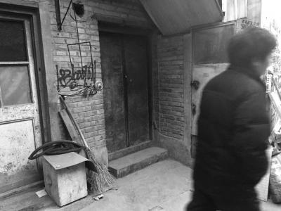 事发的出租屋已经大门紧闭。京华时报记者谭青摄