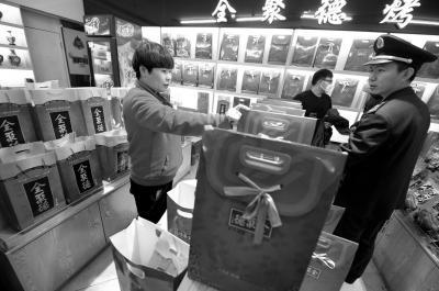 北京景区周边超市售卖假全聚德 包装与正品相同