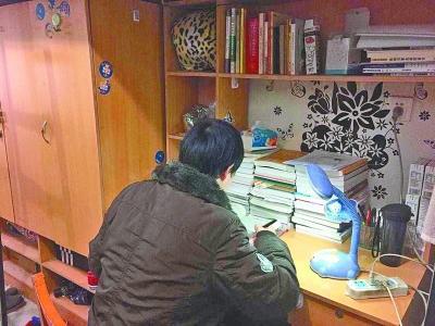 ______湖北考生厕所内得知考研试题泄露_给教育部打电话投诉______
