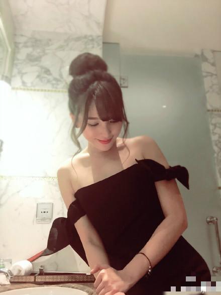[明星爆料]金莎晒低胸美照 皮肤白皙面容清纯(图)