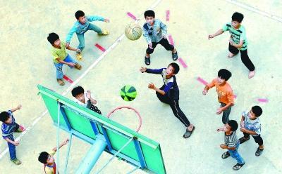 国庆幼儿园教室天花板布置图片
