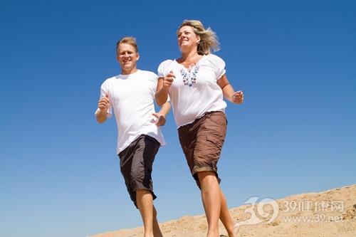 中年 夫妻 情侣 跑步 旅行 户外_6784050_xxl