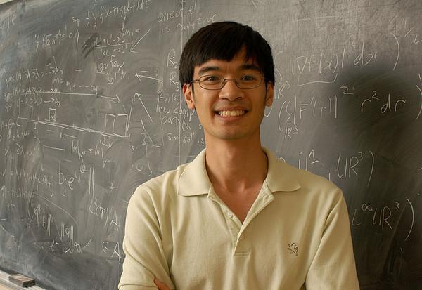 台媒:华裔数学家IQ230超爱因斯坦成智商最高人