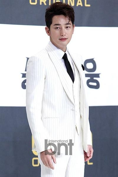 [热点新闻]韩国演员朴施厚起诉恶意留言网民 要求对其处罚
