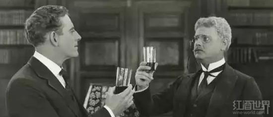 """你需求晓得的4条交际饮酒""""潜规定"""""""