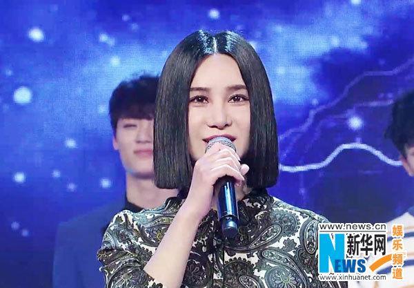 """[热点新闻]尚雯婕变Ella""""小粉丝"""":你是我的dream girl"""