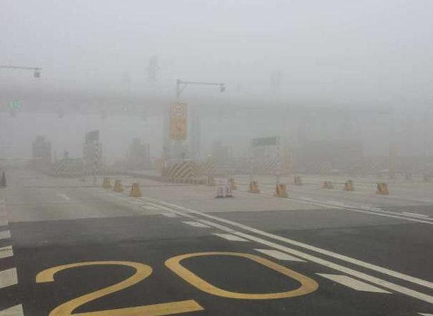 河南省内多高速路段因雾管制 周口境内4高速已封闭