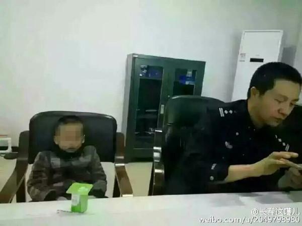 图像中的小男孩被父亲丢失4.jpg