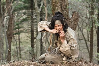 [热点新闻]张根硕复出新剧《大发》上演惊险一幕生吞毒蛇