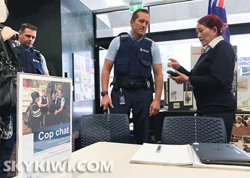 """警方在�W克�m藏���窃O立""""Cop"""