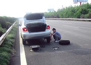 伤人伤车伤马路 盘点女司机的种种奇葩行为(图)