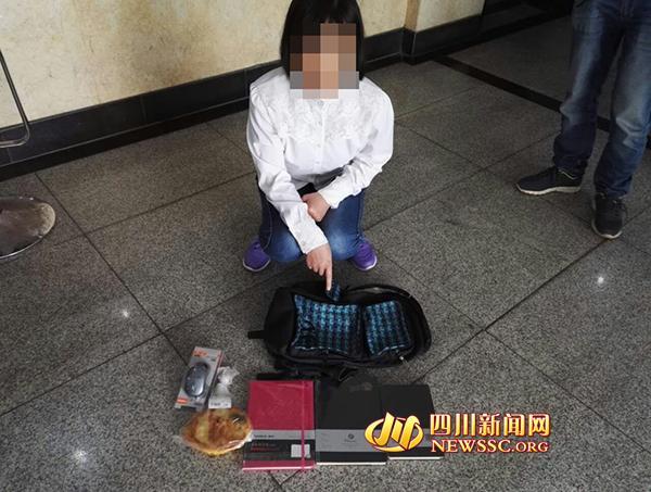 19岁妙龄女超市盗窃被抓 包里搜出鼠标零食(图)