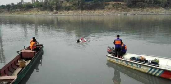 攀枝花一货车冲入金沙江 3人失踪含两女生(图)