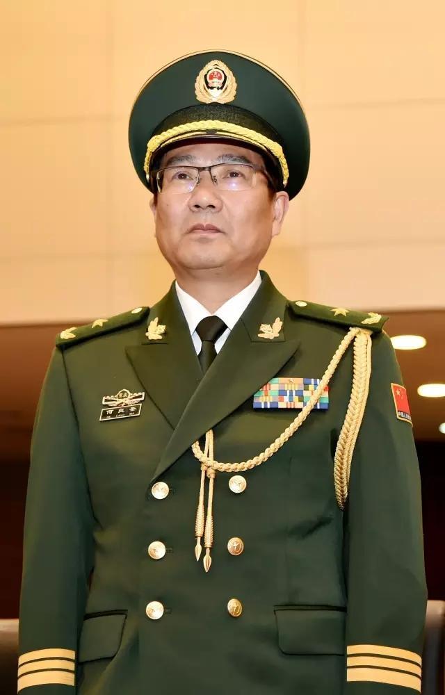 武警部队举行晋升少将警衔仪式 13人晋升图片