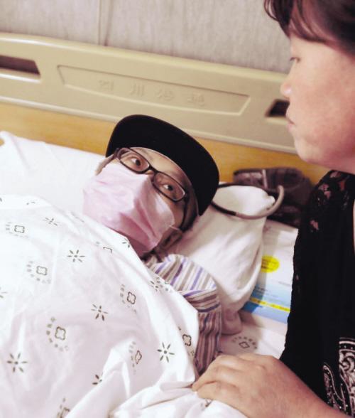 24岁美女麻醉师患乳腺癌 把救命钱让给父亲(图)