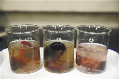 三份小龙虾样本通过超声波荡涤后,溶液均相同水平混浊。