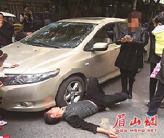 """醉酒男子被车撞倒地不起 竟是专业""""碰瓷哥""""(图)"""